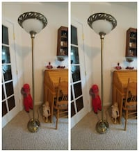 Nice dark goldish floor lamp,very good condition. New Oxford, 17350