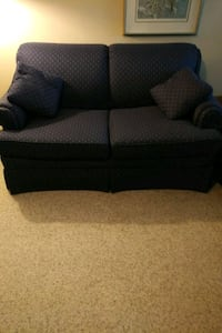 Blue couch and love seat Burlington, L7N