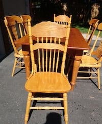 Harvest Table with 6 chairs Oshawa, L1J 3M3