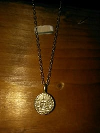 Thin gold necklace 14k w/pendlelum South Gate, 90280