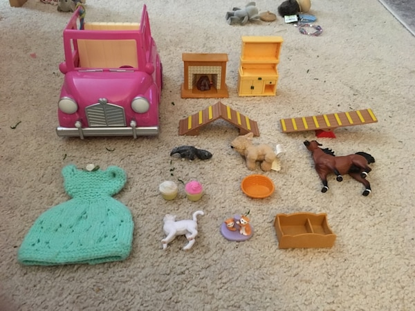Toys/ Assorted doll  furniture/Dollhouse