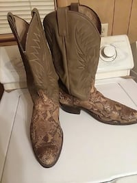 pair of brown-and-tan snakeskin leather chunky-he Hiltons, 24258