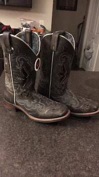 Black-and-gray floral leather deep scallop square toe roper heel mid-calf cowboy boots Spruce Grove, T7X 0N3