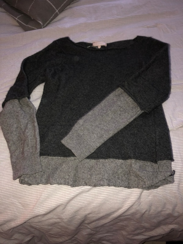 black and gray long sleeve shirt