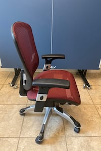 Office Chair (Like New)