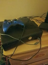 black Xbox 360 game console with controller Tecumseh, 49286