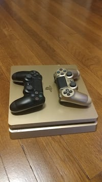 Gold ps4 1tb with two controllers 275 or best offer 56 km