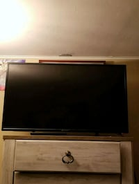 """40"""" element TV with remote Guelph, N1H 3H5"""