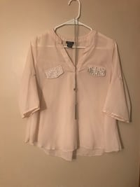 Cream Flowy Top with Faux Gemstone Covered Pockets, Sz. M