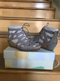 Earth brand wedge sandals  Pico Rivera