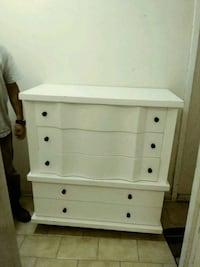 white wooden 3-drawer chest Montréal, H2A 1Y4