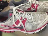 pair of gray-and-pink Nike running shoes 3747 km