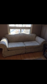 Free couch (pretty good condition with some damage to cushions) Whitchurch-Stouffville, L4A 7Z2