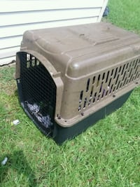 gray and black pet carrier 653 mi