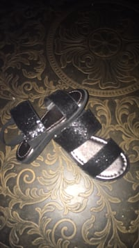 Black-and-gray leather sandals Columbia