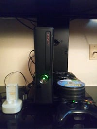 Xbox 360,35 games, 3 controllers and rechargeable battery New Albany, 47150