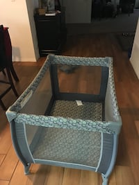 Portable crib/ play pen  Bakersfield, 93306