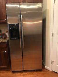 Stainless steel side by side refrigerator with dispenser Aldie, 20105