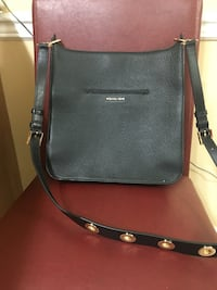 Women's black leather sling bag worn once 10/10 condition Toronto, M3A 1Y2