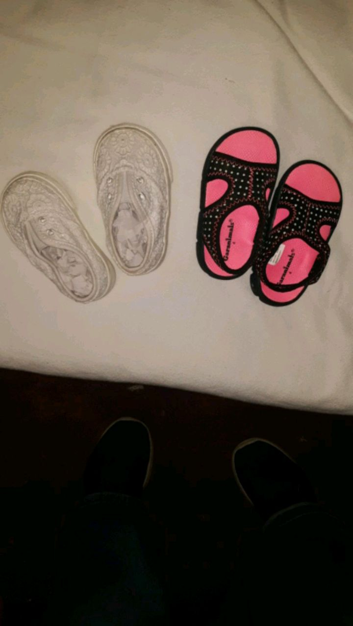Photo TODDLER GIRL SHOES, SIZES 3 AND 4