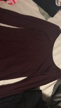 Burgundy top, good condition  Mississauga, L5M 0H9