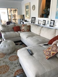 Beautiful Rooms To Go Sectional - 3 years old. Great condition! Jacksonville, 32250