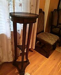 round brown wooden side table Gaithersburg, 20877