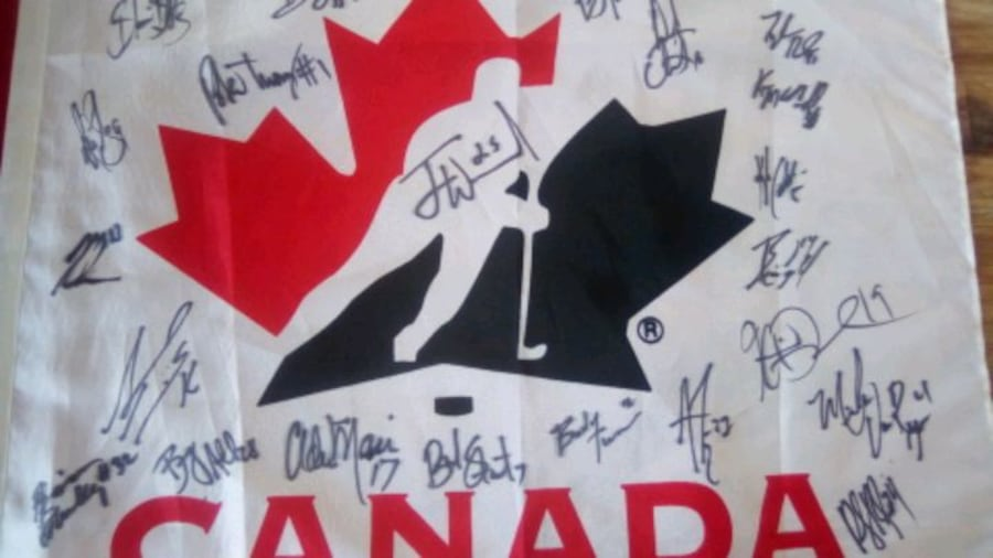 Autographs...of whole Canadian hockey team, t 1