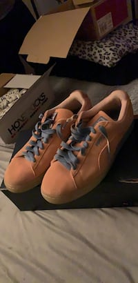 pair of brown leather low-top sneakers Stone Mountain, 30087