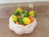 white and yellow Easter Sundays centerpiece 544 km