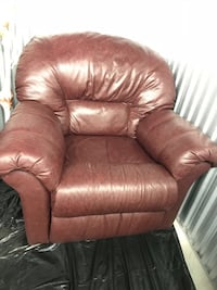 Burgundy LEATHER Rocking Chair Recliner ***MINT CONDITION*** Toronto, M1P 5C8