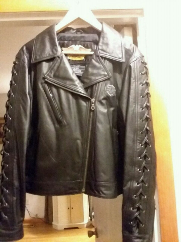 Beautiful Leather Jacket - New  (paid $400) e55c7187-d2c2-42f9-8874-5f4d28794333