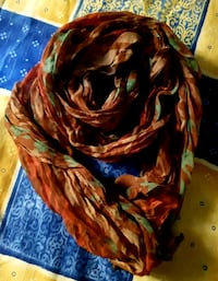 Foulard ligero multicolor. Impecable.  Madrid, 28027