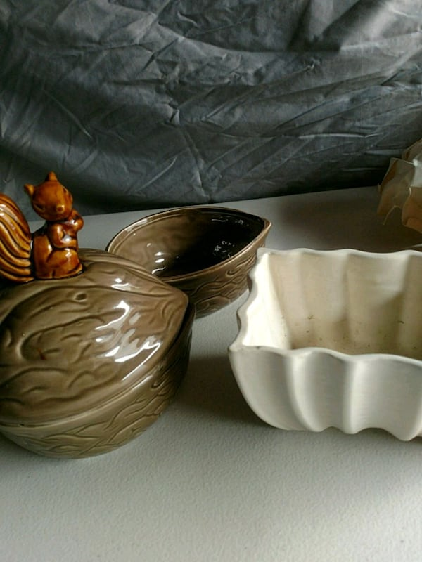 Vintage pottery piece set ba223383-be6a-4714-a255-7bfb731aedb2