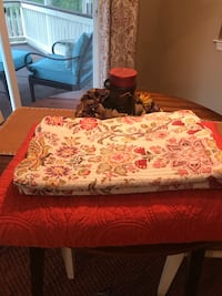 red and white floral bed sheet Leesburg, 20176