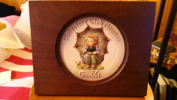 Hummel collectors club plaque in wood frame