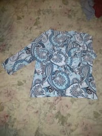 gray and white floral long-sleeved shirt 2349 mi