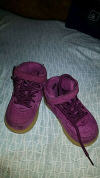 Toddler girl sneakers size 5 Allentown, 18101