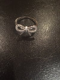Sterling silver bow ring  Vaughan, L6A 2H1