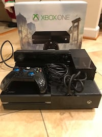 Xbox one with Kinect and 1 wired controller ORIGINAL BOX INCLUDED Chantilly, 20152
