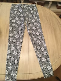 Leggings size medium new never worn Windsor