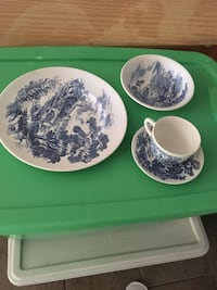 White and blue oriental ceramic dinnerware set