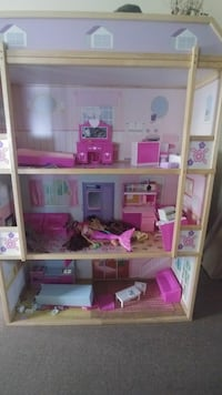 American Girl 5 ft tall dollhouse 45 km