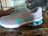 Womens size 9 nike running shoes Lancaster, 14086