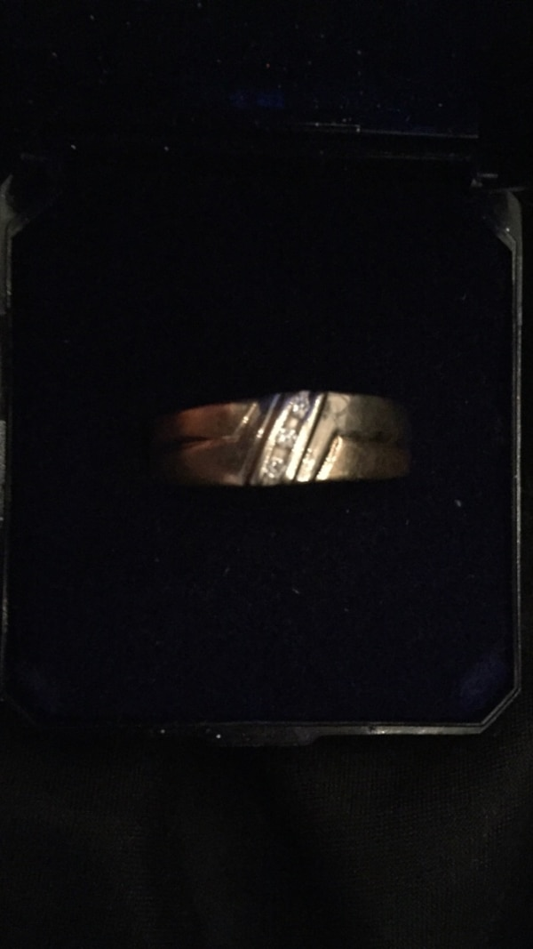Men's two tone gold band