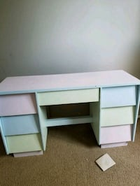 Small children's desk, fcfs Edmonton, T6E 2L9
