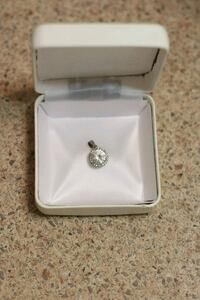 Beautiful silver cubic zirconia pendant