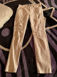Taylor mid rise ripped jeans size 27 Chatham, N7M 3V2