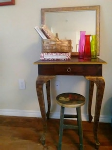 Antique table/mirror/Stool