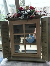 DECORATIVE MIRROR WITH SHUTTERS Cambridge, N1R 6M2